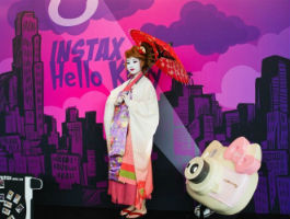 Instax Hello Kitty светит на Moscow Comic Convention